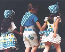 Desfile Pito Pito moda infantil. Azules